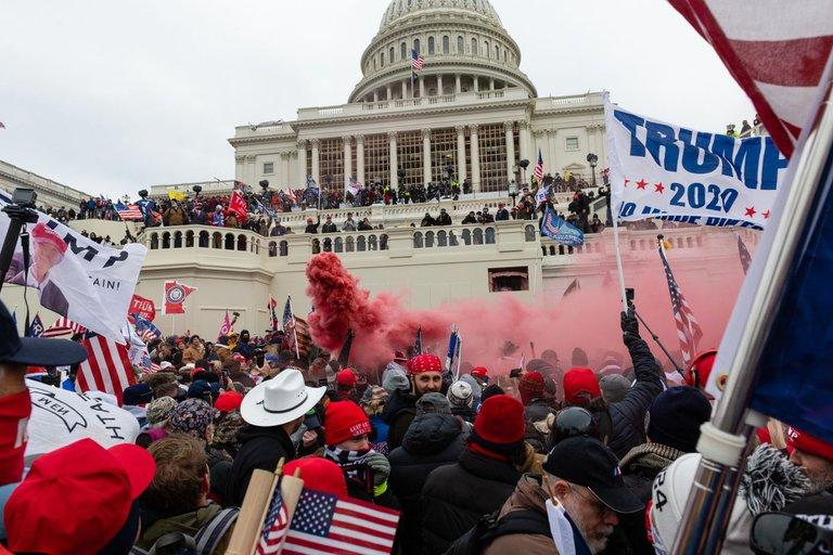 W6FWIKAMPFAS5LJQCF7H5NFE3M - Los líderes demócratas en el Congreso exhortan a Mike Pence a que destituya a Donald Trump de su cargo