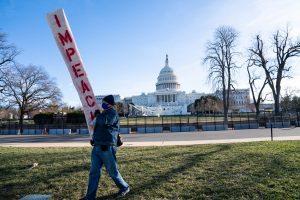 merlin 182148210 fc2613bc 9b8f 4c8f 9a68 125852728262 superJumbo 1 300x200 - Máximos refuerzos de protección del Capitolio, mientras se decide posible enjuiciamiento y destitución de Trump