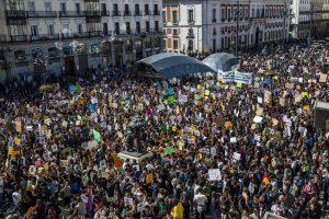 """1552649917 982870 1552670179 album normal 300x200 - Los jóvenes activistas del clima piden a los gobiernos que dejen de hacer """"promesas vacías"""""""