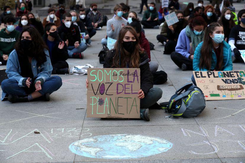 """6TORUCN52LWR3JSVCNKG426RC4 - Los jóvenes activistas del clima piden a los gobiernos que dejen de hacer """"promesas vacías"""""""