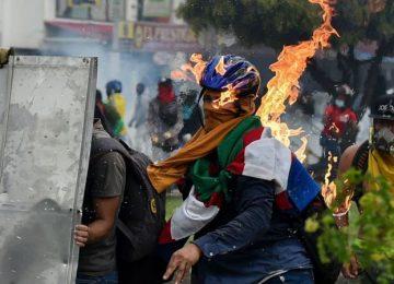 118369537 gettyimages 1232677752 360x260 - ¿Por qué siguen las protestas en Colombia?