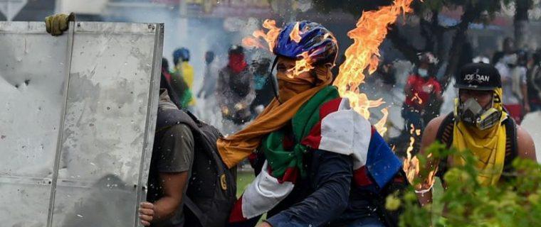 118369537 gettyimages 1232677752 760x320 - ¿Por qué siguen las protestas en Colombia?