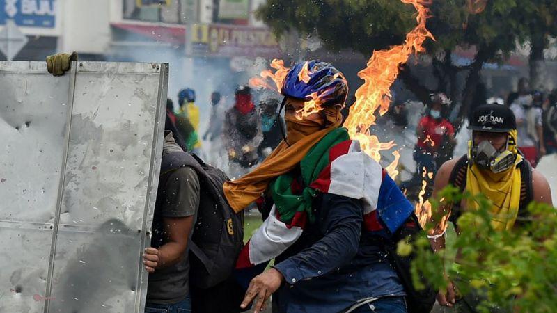 118369537 gettyimages 1232677752 - ¿Por qué siguen las protestas en Colombia?