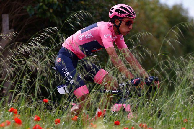 A5BDT6ZT7NDALMVEOVR7LICPRE - Egan Bernal es más líder que nunca del Giro de Italia tras una gran actuación en la etapa 11