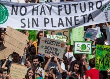 manifestacion cambio climatico huelga estudiantes 14 marzo 655x368 1 360x260 - La solución al problema del cambio climático y del medio ambiente está en los centros educativos